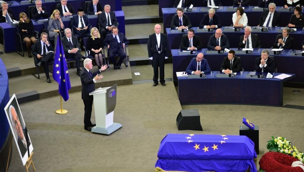 تقرير ألماني يتوقع انهيار الاتحاد الأوروبي وتفكك الغرب بحلول عام 2040