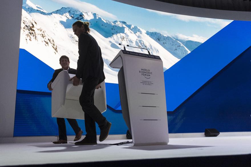 المنتدى الاقتصادي العالمي يعلن عن قمة مادية وافتراضية مزدوجة في عام 2021